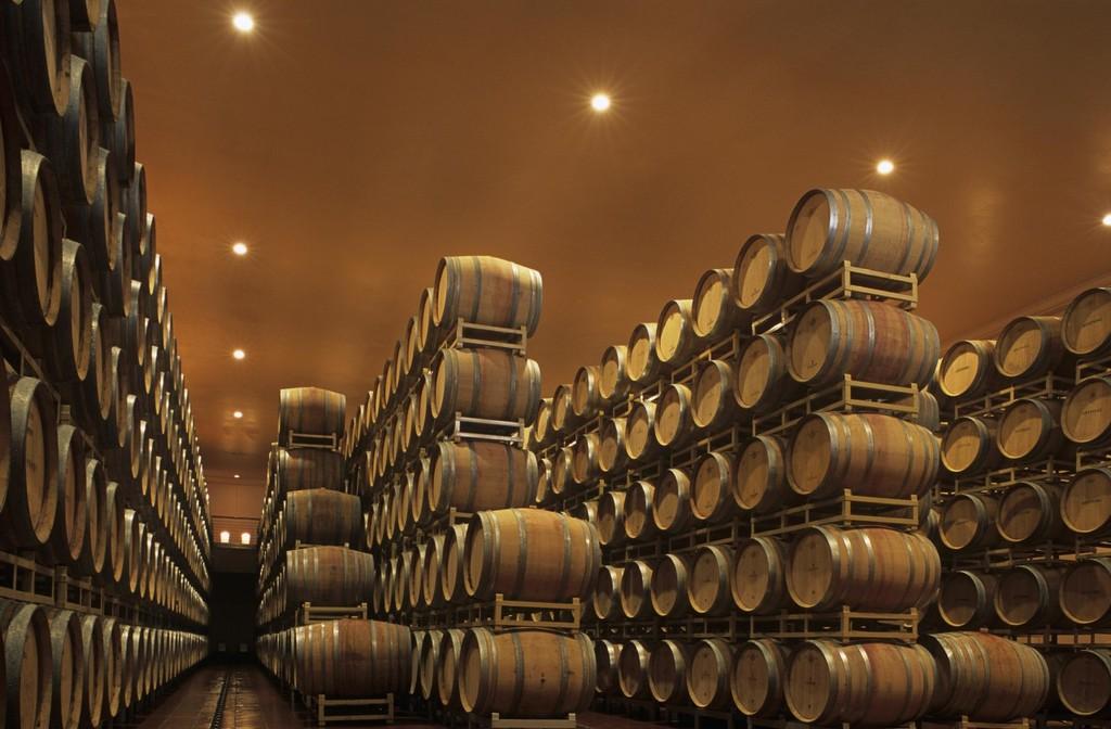 舍得酒业25亿增发:顶着库存高压猛扩数倍产能投资,圈钱or豪赌