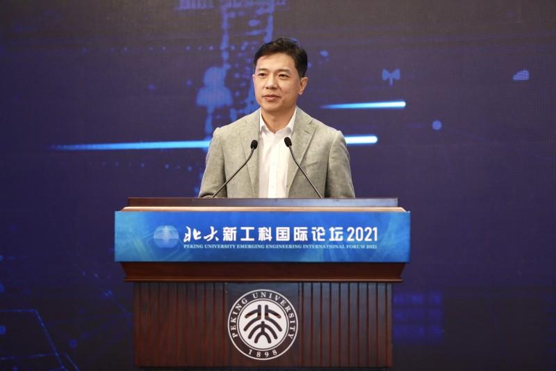 李彦宏:百度将培养500万AI人才,无人车累计服务已超40万人次